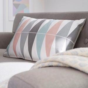 Image : Coussin Triangles, blanc / gris / rose l.50 x H.35 cm