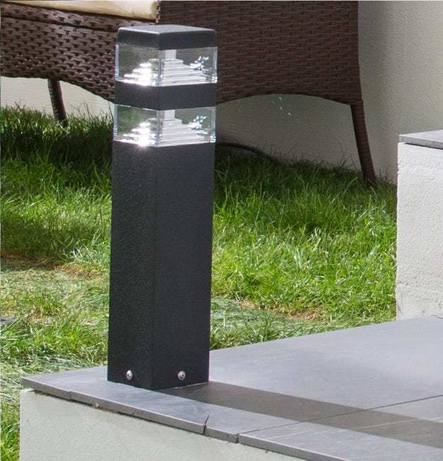 Borne Exterieure Pyramide Led Integree 6 4 W 900 Lm Noir Lumihome Leroy Merlin