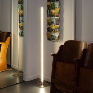 Lampadaire Au Style Tube Neon Pour Eclairer Les Soirees Cine Leroy Merlin