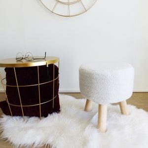 Image : Pouf d'intérieur basse blanc Curly, 35 x 30