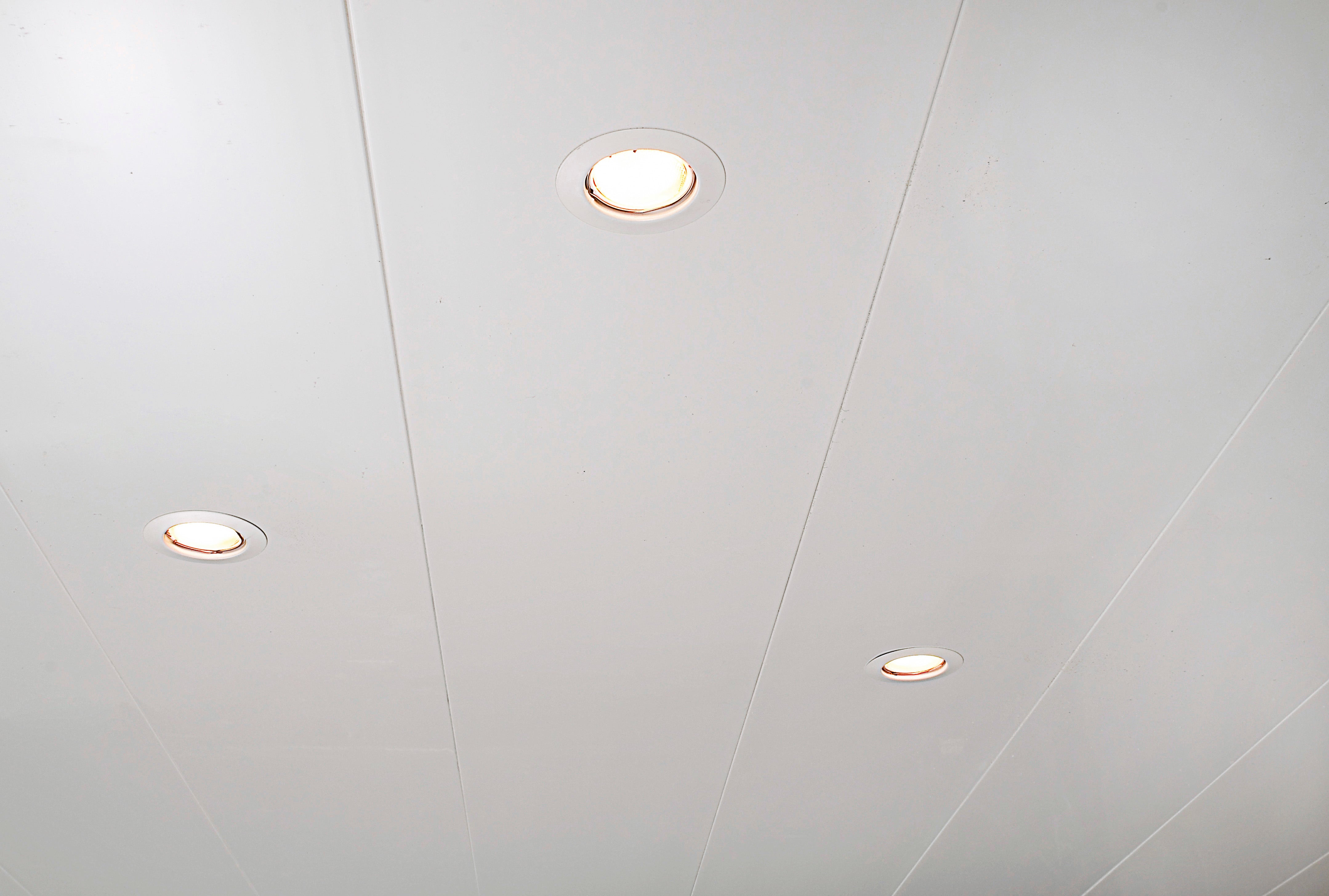 Lambris PVC blanc ARTENS L.20 x l.20 cm x Ep.20 mm
