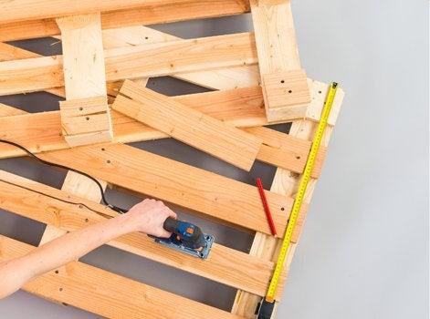 Pour La Structure, Coupez Les Palettes à 55 Cm Du Bord à Lu0027aide Du0027une Scie  Sauteuse.