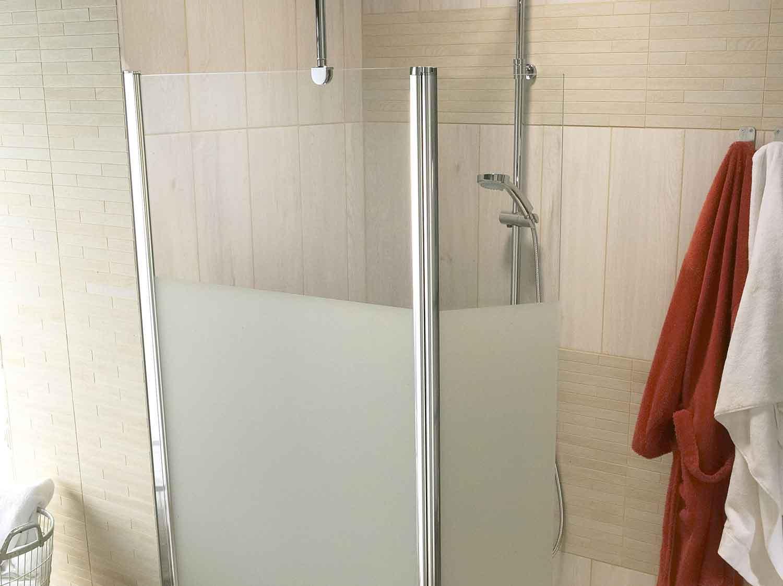 Comment choisir sa porte et sa paroi de douche ?  Leroy Merlin