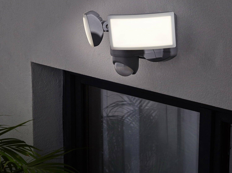 Comment Fixer Guirlande Exterieur comment choisir ses projecteurs extérieurs ? | leroy merlin