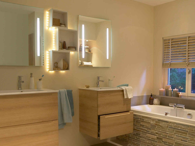 Comment choisir son éclairage de salle de bains ?  Leroy Merlin