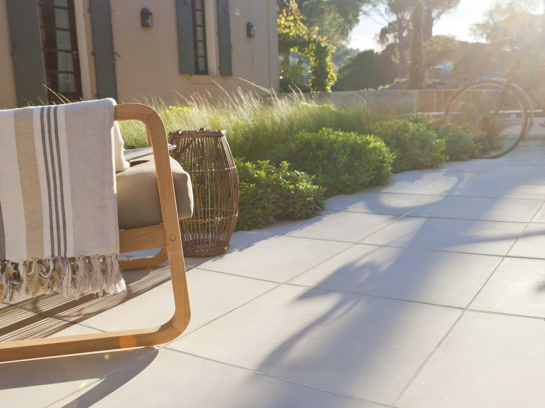 Terrasse Mélange Bois Et Pierre comment choisir sa terrasse en béton ou en pierre ? | leroy