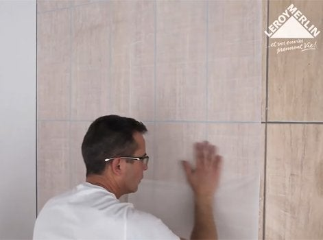 Comment poser du carrelage mural sans colle avec Cristalgrip ?   Leroy Merlin