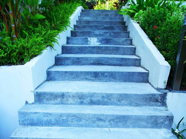 Comment créer un escalier extérieur en béton ? | Leroy Merlin