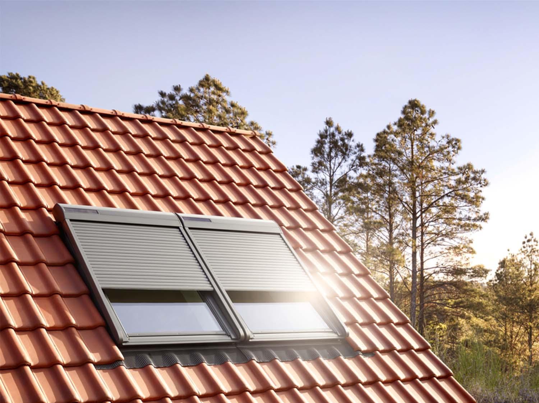 Nettoyer Volet Roulant Vitre Fixe comment choisir sa fenêtre de toit ou velux ? | leroy merlin